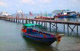 båt vid hamnen
